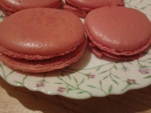 macarons aux fraises tagada dans MACARONS 1238360_652154754803779_1055948697_n-1-300x225