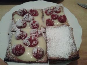 millesfeuilles aux fraises dans GATEAUX 599674_470021133017143_1987511940_n-300x225