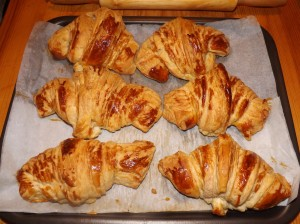 croissants dans BRIOCHES/VIENNOISERIES dscf00311-300x224