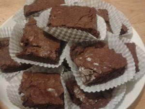 brownie aux noix et aux amandes dans BROWNIES/BROOKIE 1385239_682127585139829_257619663_n-300x225
