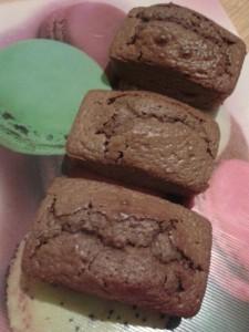 Minis cakes au chocolat au lait dans CAKES/MINIS CAKES 541487_690682000951054_1955494640_n-225x300